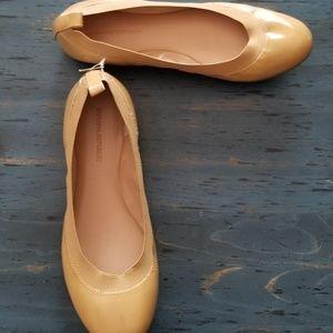 Banana Republic Ballet Flats size 8 tan family